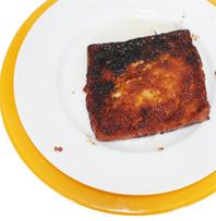 placer le pain perdu sur l'assiette