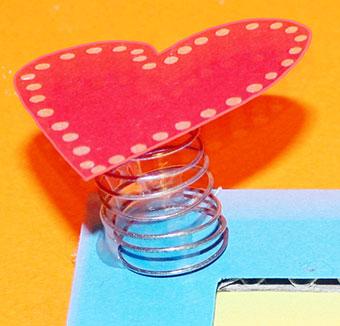 coeur sur ressort un bricolage fete des meres t te modeler. Black Bedroom Furniture Sets. Home Design Ideas
