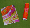 rectangle de papier et tube plastique