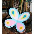 Papillon de papier pour décorer la chambre de bébé