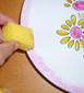 peinture sur le bord de l'assiette