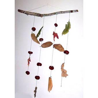 Mobile de feuilles et de fruits d'automne