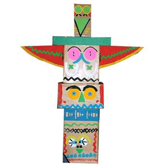 totem indien en carton