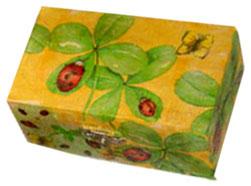 coffret décoré de trèfles et coccinelles