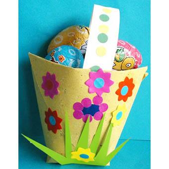 Panier à bonbons jaune décoré de fleurs