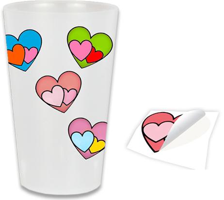 Coller les stickers sur le verre en plastique