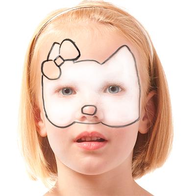 Peindre la tête avec du maquillage blanc