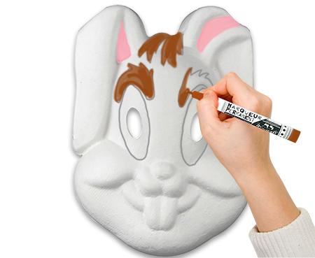 Peindre le masque de lapin ou le colorier