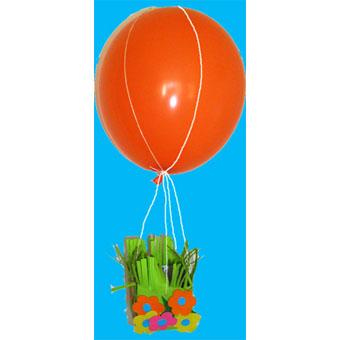 Mobile de Pâques fabriqué avec un ballon