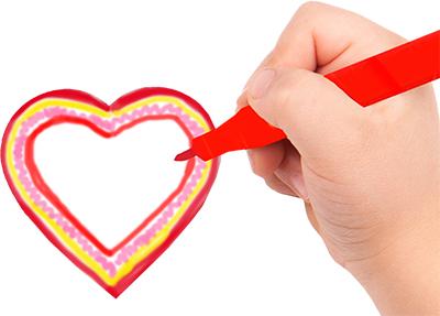 Décorer le coeur avec des feutres ou crayons