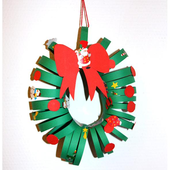 Couronne de Noël en papier et gommettes