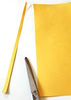 Couper de fines bandes jaunes