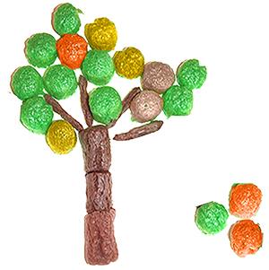 Coller les PlayMais de couleur autour des branches