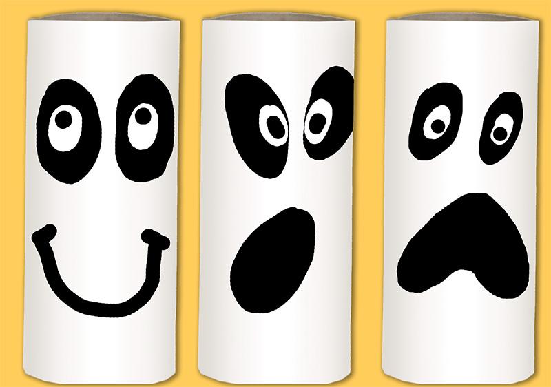 Fantômes d'Halloween en rouleaux de carton
