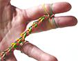 tresser le bracelet en élastiques