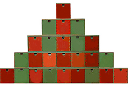 Former la pyramide du calendrier de Noël