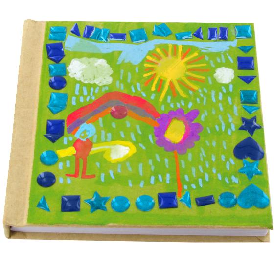 Carnet décoré de stickers mosaïque et dessin d'enfant