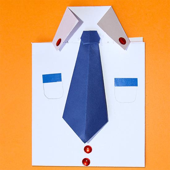 Carte en forme de chemise, pliage origami