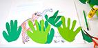 Coller la mains pour faire les plantes de dinosaure