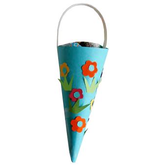 Cornet à bonbons décoré de fleurs pour la fête des mères