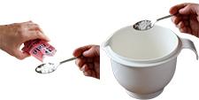 Ajouter le sel et la levure