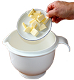 Mettre le beurre mou dans le bol