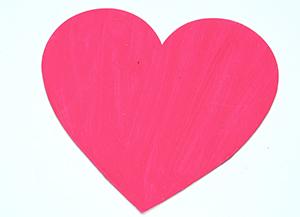 Colorier ou peindre le coeur s'il est en bois brut