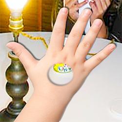 Avec l'illusion d'optique on voit un trou dans sa main