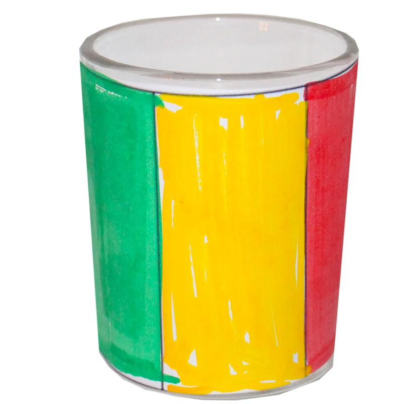 Coller le drapeau du Mali sur le pot en verre