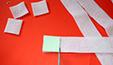 Couper des carrés de feutrine de 3 cm de côté