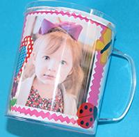 Placer la feuille dans le mug