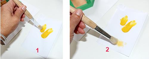 Mettre de la peinture sur la brosse et enlever le surplus