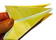 Replier la pointe entre les 2 ailes