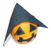 Orange déguisée en citrouille d'Halloween