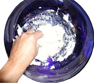 Mélanger la farine ler le bicarbonate