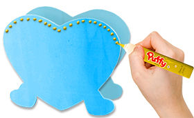 Dessiner un coeur en pointillé de peinture gonflante