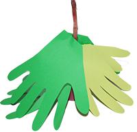 Coller les mains autour du tronc