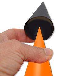 Coller le petit cône pour la capuche