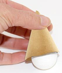 Vérifier que la boule entre dans le cône de carton