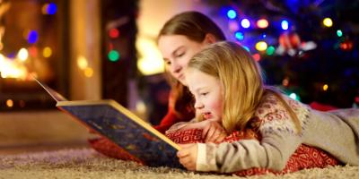 Découvrez 10 livres de Noel à lire tranquillement avec les enfants avant de s'endormir afin de faire naitre la magie de Noël et de passer du temps en famille. Des livres pour tous les gouts et tous les ages mais qui empliront les yeux de vos enfants de ma