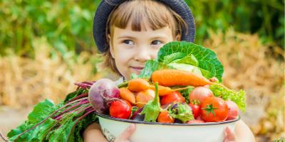 Activité sur les légumes du marché de printemps, un bricolage pour partir à la découverte des légumes de saison : leur forme, leur couleur, leur nom ou leurs caractéristiques