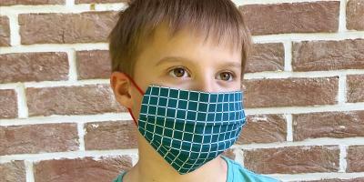 Voici un tuto en vidéo pour réaliser un masque de protection sans machine à coudre.  Lavage et entretien : Le cycle complet de lavage de votre masque (mouillage, lavage, rinçage) doit être de 30 minutes minimum avec une température de lavage de 60°C. Du