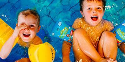Règle 4 contre la noyade : se mefier du sentiment de sécurité. Méfiez-vous des matelas pneumatiques, bateaux, grosses bouées et autres jouets gonflables; ils dérivent facilement et offre un