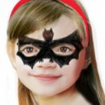 Découvrez comment réaliser un maquillage de chauve-souris simple pour un Halloween effrayant ! Ce maquillage est à la portée de tous et pourra être fait sur les enfants de tout âge. Il ne restera plus qu'à votre enfant de se déguiser et il pourra partir à
