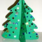 Fabriquer un petit sapin de Noël pour décorer la chambre d'enfant