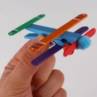 Bricolages et coloriages sur le thème des avions pour les enfants