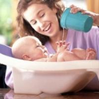 Des conseils et des idées pour prendre soin de bebe au quotidien. La jeune maman est souvent mal préparée pour son retour de maternité, tout ce qui semblait évident lorsque la sage-femme ét