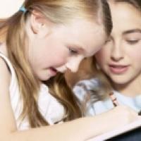 Faut-il aider un enfant à faire ses devoirs