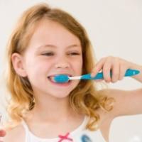 Apprendre aux enfants à se brosser les dents