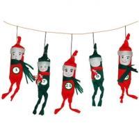 Tête à modeler vous propose toutes sortes  de calendriers de Noël, des calendriers classiques et d'autres plus originaux comme ces amusants petits lutins suspendus. Les lutins de ce calendrier de Noël sont réalisé avec du papier crépon et des roule